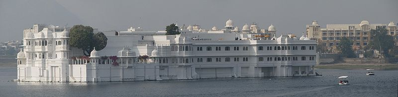 Amazing floating hotels - Lake Palace