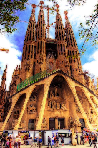Barcelona Tourist Review - Sagrada Familia cathedral