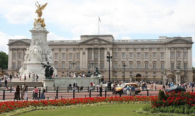 Top 5 London attractions - Buckingham Palace London