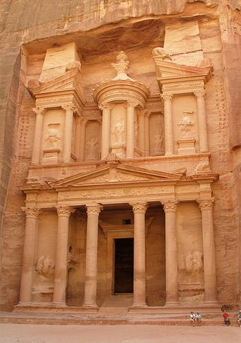 the-treasury-petra-Al Khazeh