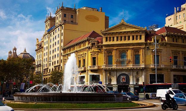 Best Destinations in Europe for Singles - Barcelona, Passeig de Gracias
