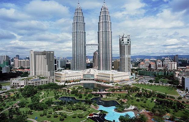 Petronas Twin Towers in Kuala Lumpur city