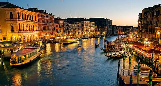Traveling Around The World - Venice Grand Canal