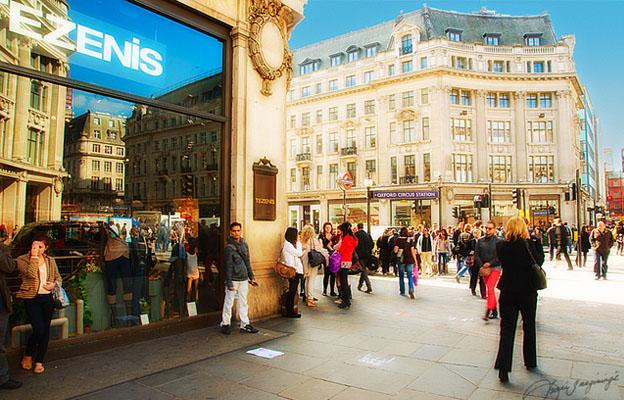 The top Shopping Areas in London - Oxford Circus