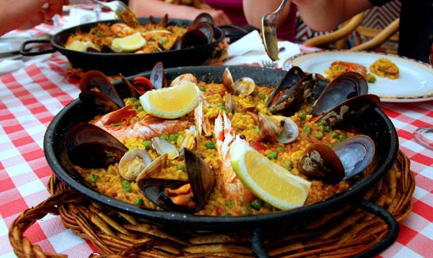 A good reasons to visit Spain in the Winter - Paella