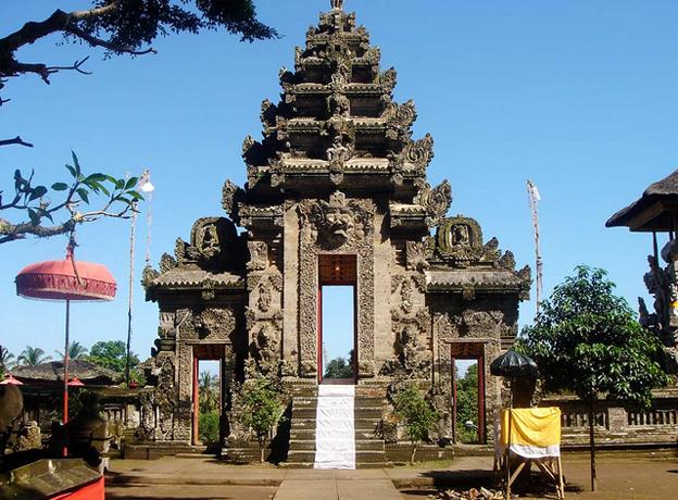 Attractions You Should See in Bali - pura-kehen-temple-bali-indonesia