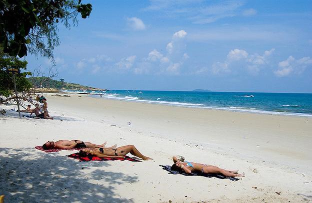 beach-sun-bathing