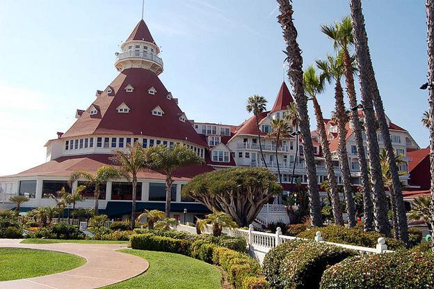 Haunted Hotels hotel-de-coronado