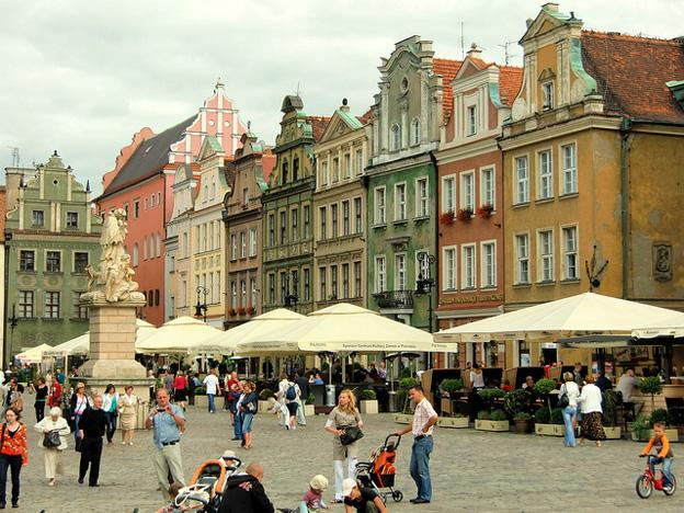 Old-Market-Square-poznan-poland
