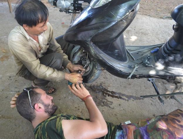 A Survival guide to Vietnam - Bike Repair in Vietnam