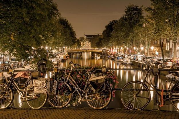 My Amsterdam travel blog by bike